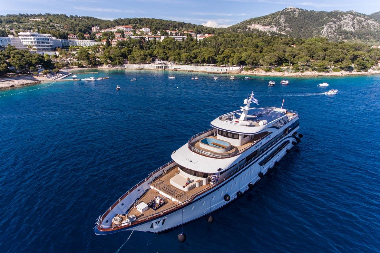 MS Desire - Cruise Croatia