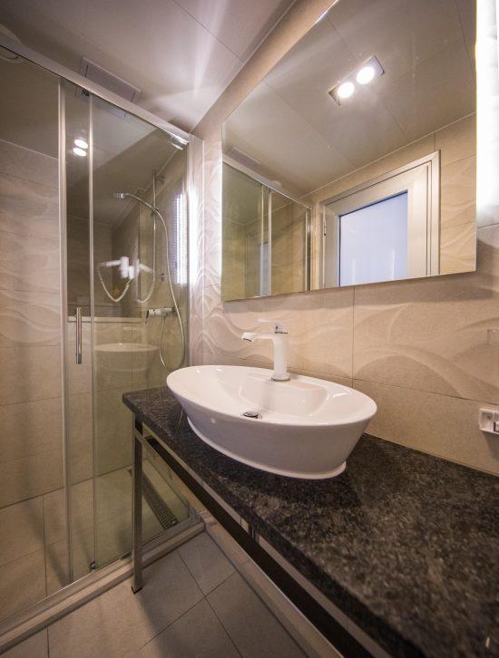 MS Summer Bathroom