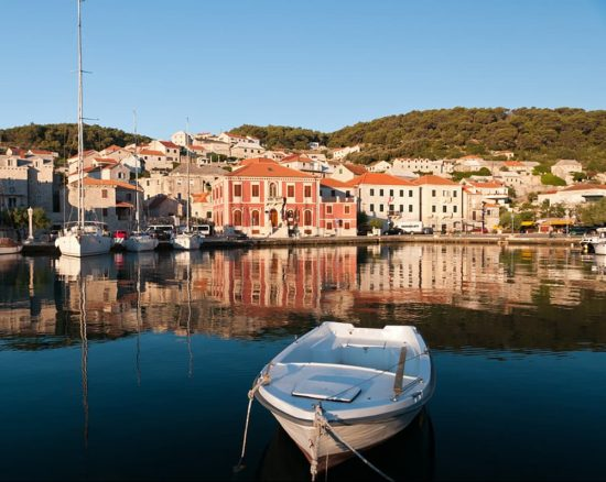 The quiet harbour of Pucisca